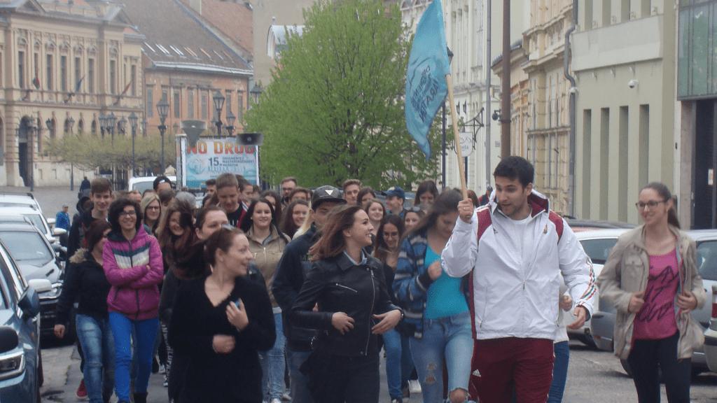 Esztergomi fiatalok már újabb generációja vesz részt a drogellenes futáson